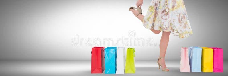 Mujer que hace compras alegre con la ilustración imagen de archivo libre de regalías