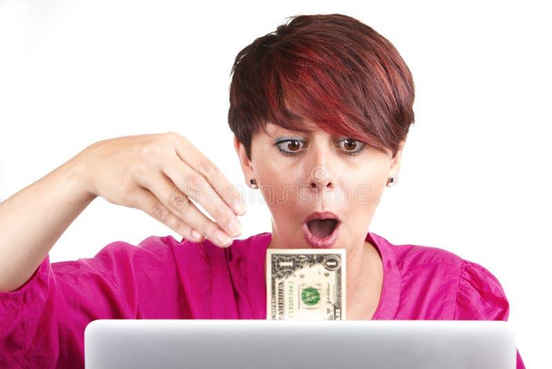 Mujer que hace el dinero fotografía de archivo