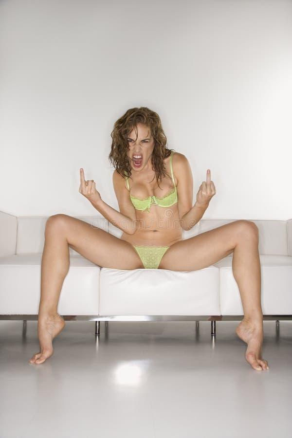 Mujer que hace gesto obsceno. imágenes de archivo libres de regalías
