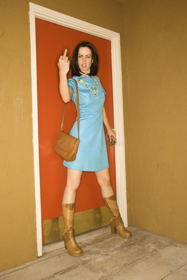 Mujer que hace gesto obsceno. fotografía de archivo