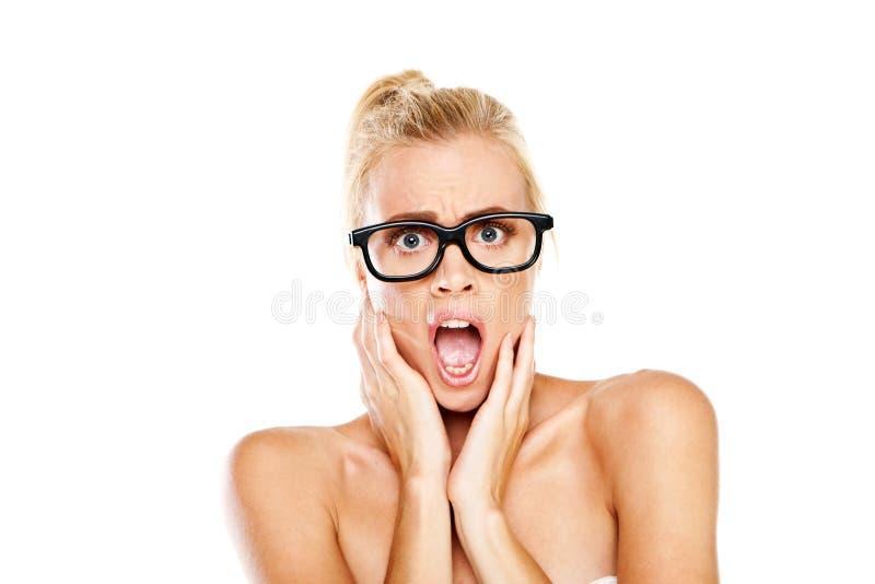 Mujer que jadea en choque imagen de archivo libre de regalías