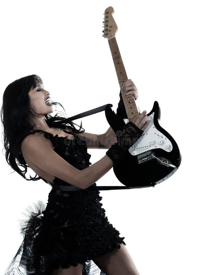 Mujer que juega al guitarrista eléctrico foto de archivo