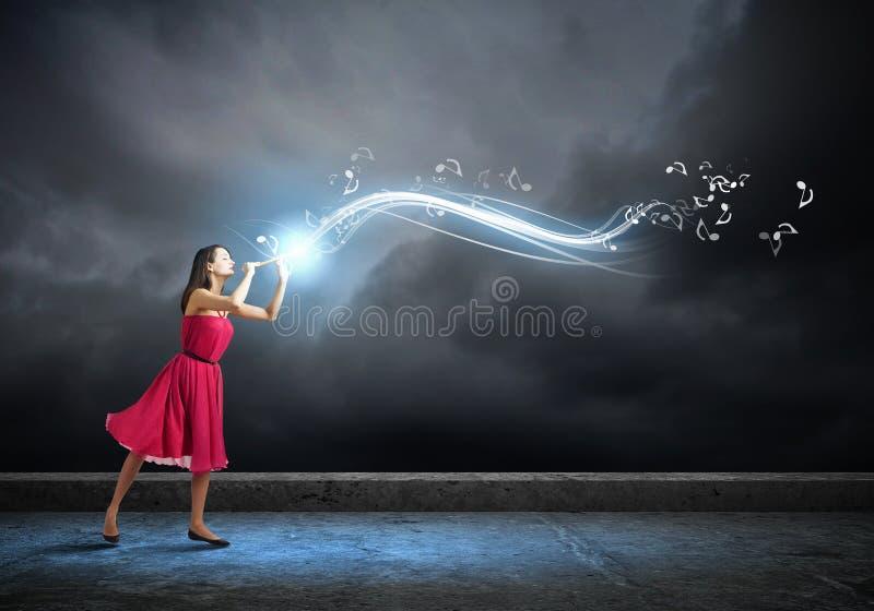 Mujer que juega el fife imágenes de archivo libres de regalías