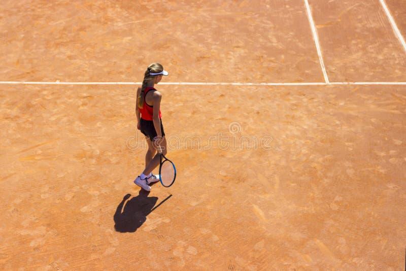 Mujer que juega a tenis Jugador de tenis joven con una estafa Muchacha que juega a tenis imagenes de archivo