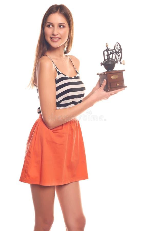 Mujer que lleva a cabo las manos en una amoladora mecánica imagenes de archivo