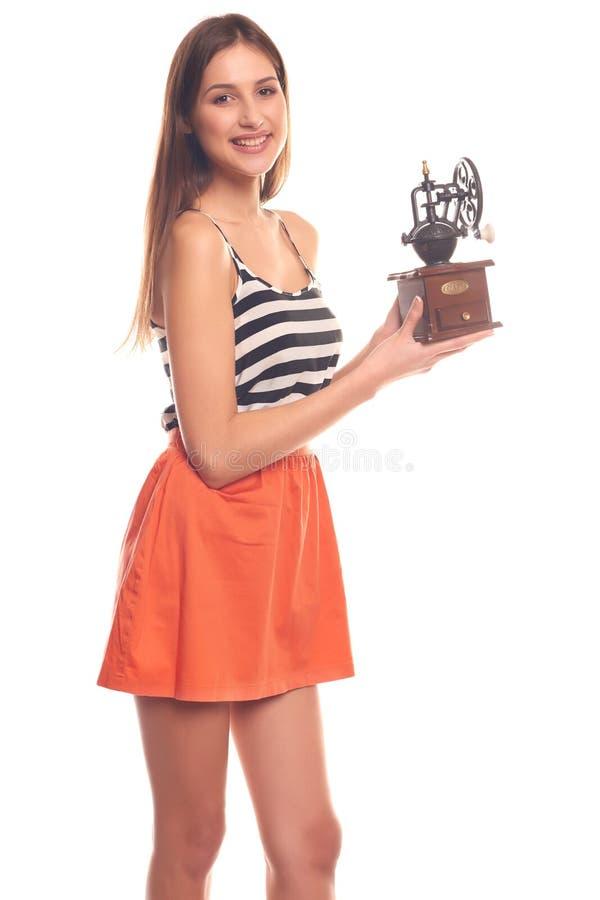 Mujer que lleva a cabo las manos en una amoladora mecánica fotos de archivo
