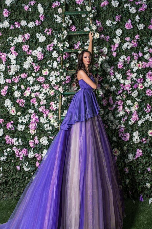 Hermosa Más Los Vestidos Del Tamaño Del Partido De Jardín Componente ...