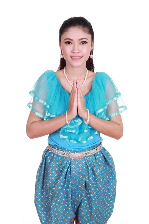 Mujer que lleva respecto tailandés típico de la paga del vestido fotos de archivo