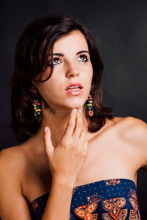 Mujer que mira para arriba fotos de archivo
