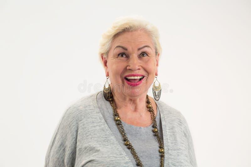 Mujer que parece para arriba aislada fotografía de archivo