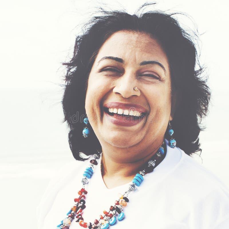 Mujer que plantea concepto indio de la pertenencia étnica del retrato fotografía de archivo libre de regalías