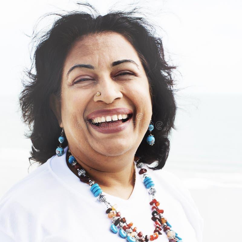 Mujer que plantea concepto indio de la pertenencia étnica del retrato fotos de archivo libres de regalías