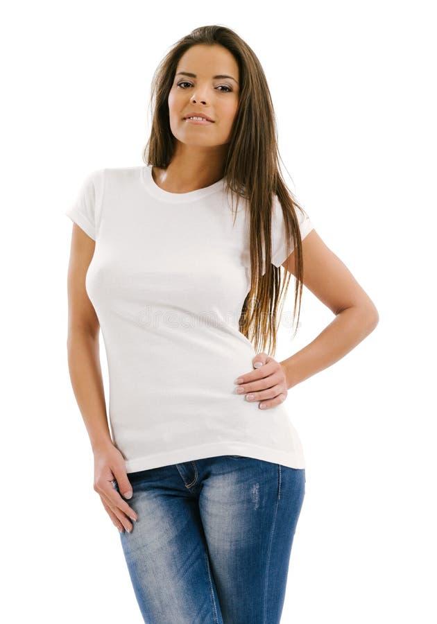 Mujer que presenta con la camisa blanca en blanco imagenes de archivo