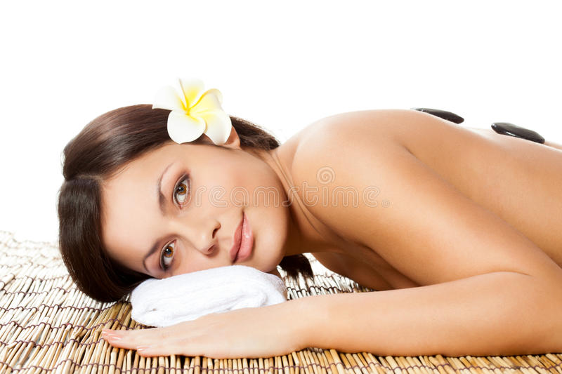 Mujer que recibe masaje posterior imagen de archivo libre de regalías