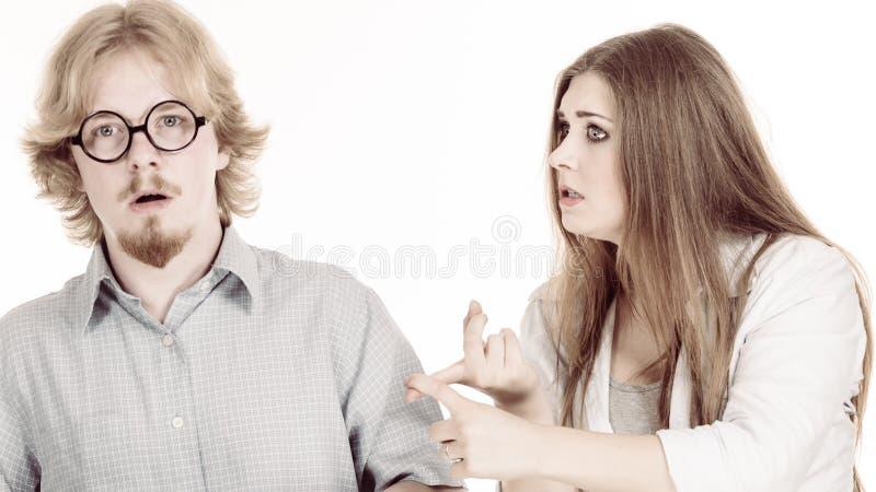 Mujer que se queja a su novio imágenes de archivo libres de regalías