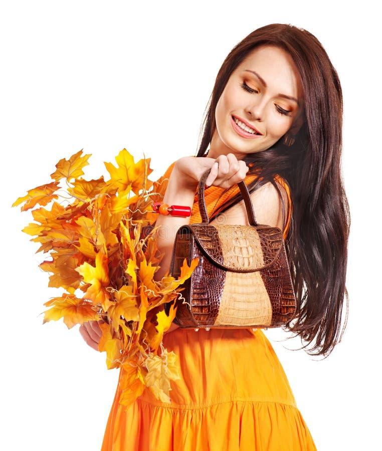Mujer que sostiene el bolso anaranjado. imagen de archivo libre de regalías