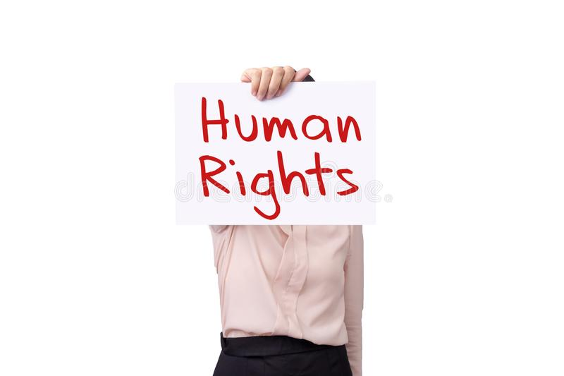 Mujer que sostiene el papel de la cartulina con DERECHOS HUMANOS del mensaje aislado en el fondo blanco, concepto de los derechos foto de archivo