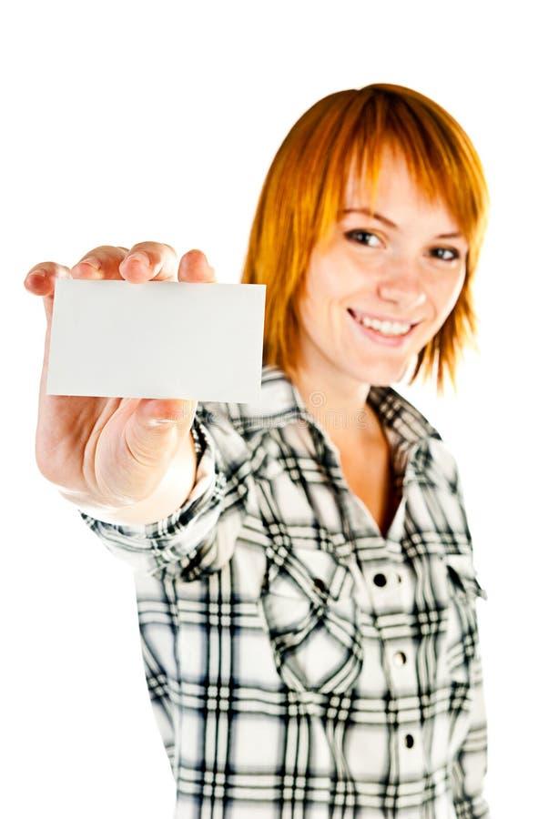 Mujer que sostiene la tarjeta vacía fotografía de archivo libre de regalías