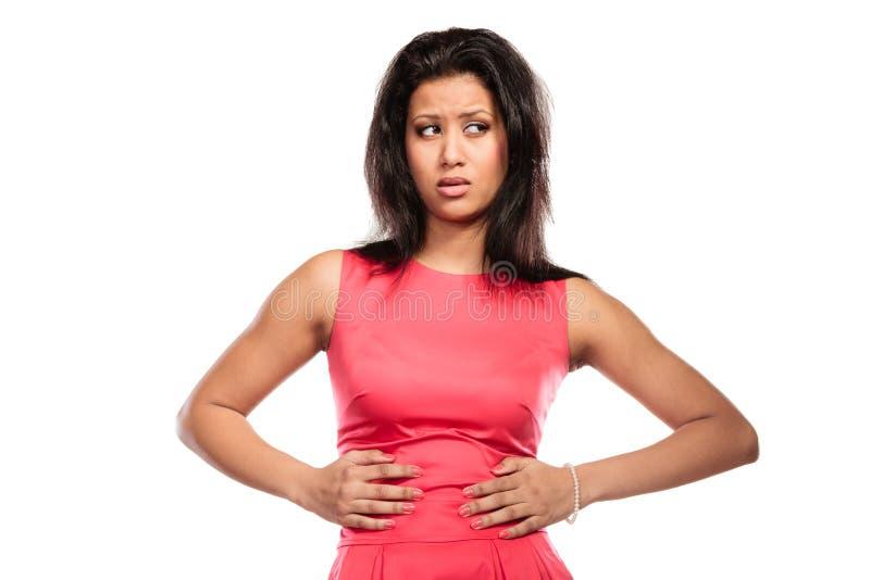 Mujer que sufre de dolor abdominal del dolor de estómago imagenes de archivo