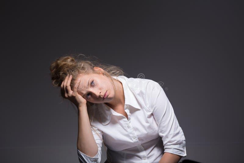 Mujer que tiene una crisis fotografía de archivo