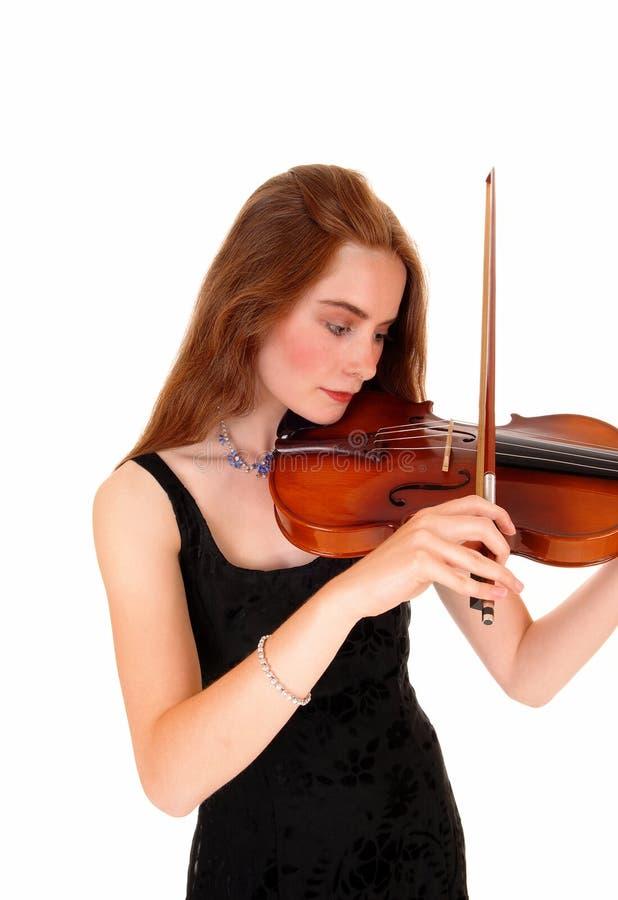 Mujer que toca el violín imagenes de archivo