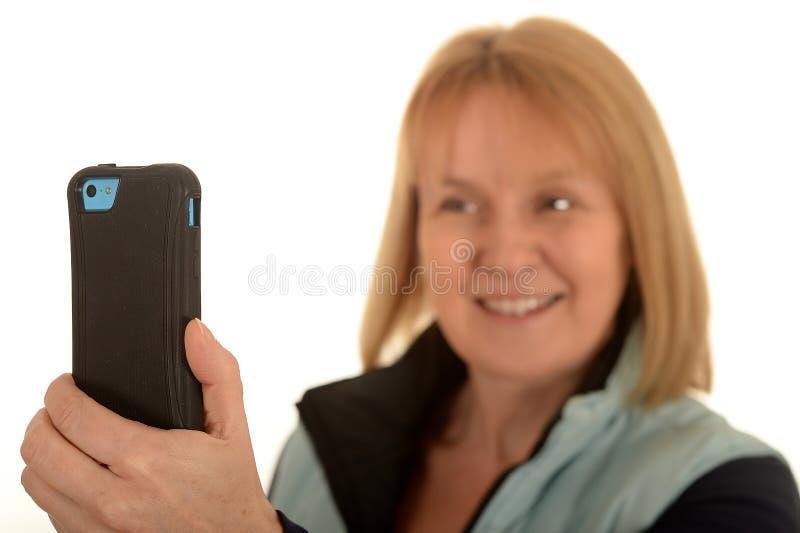 Mujer que toma la fotografía fotos de archivo libres de regalías