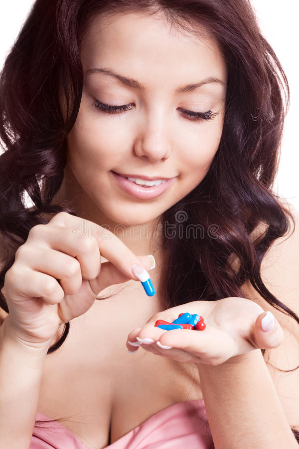 Mujer que toma píldoras fotografía de archivo