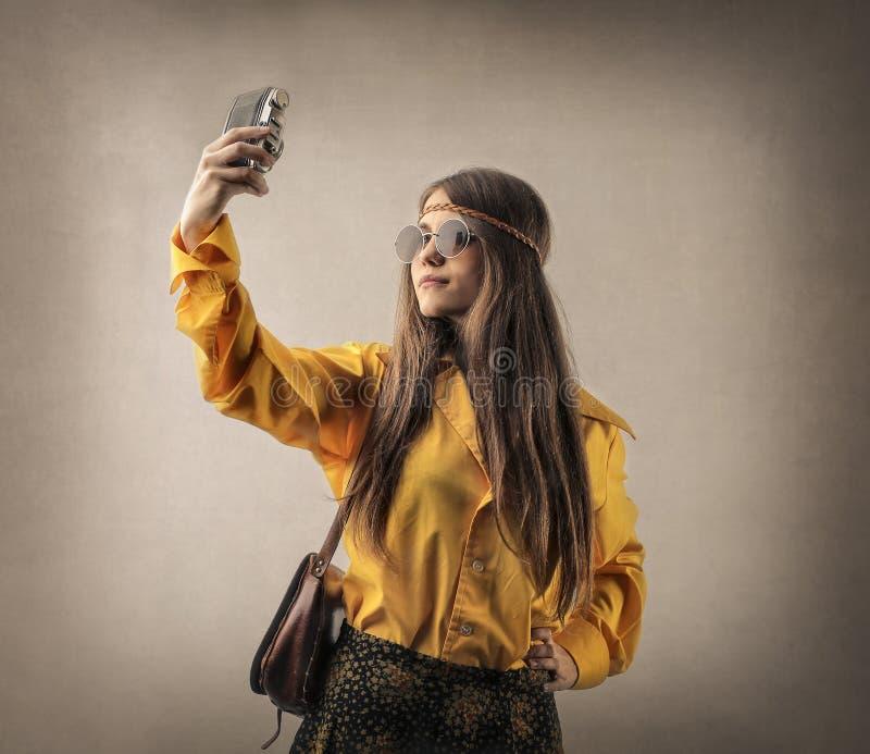 Mujer que toma un selfie foto de archivo libre de regalías