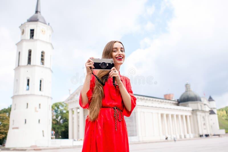 Mujer que viaja en Vilna fotos de archivo