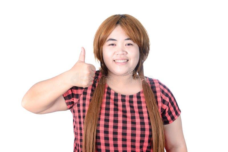 Mujer regordeta asiática que hace los pulgares para arriba con una sonrisa, aislado en w fotografía de archivo