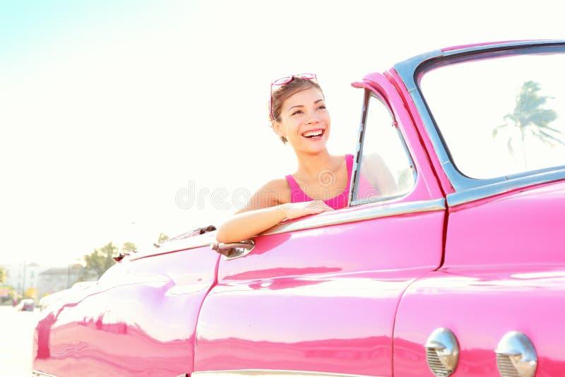 Mujer retra del coche de la vendimia fotografía de archivo