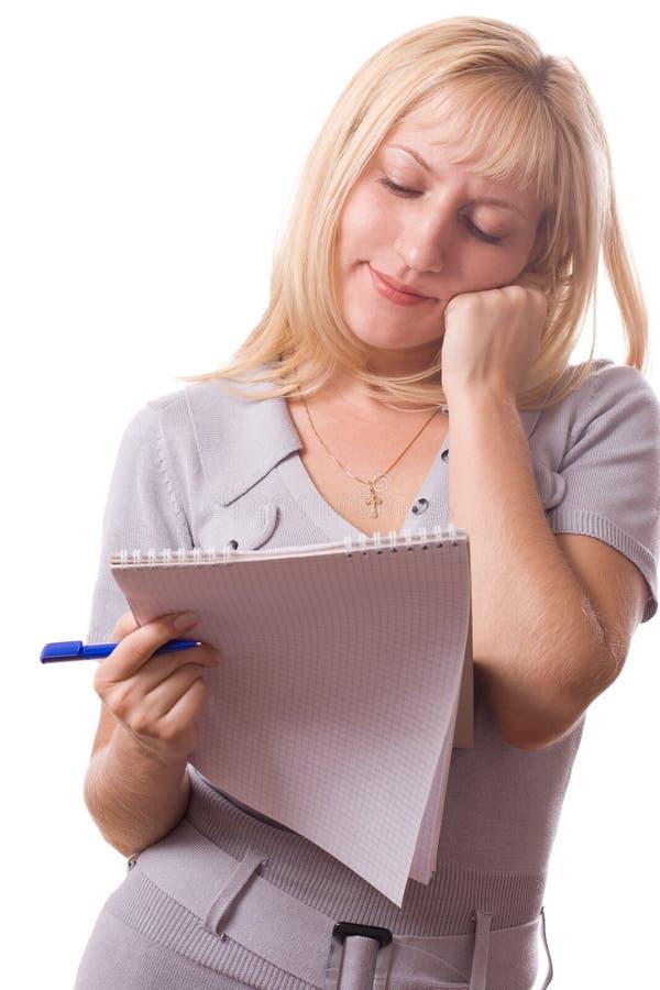 Mujer rubia con la pista de nota. Aislado. #11 imagen de archivo