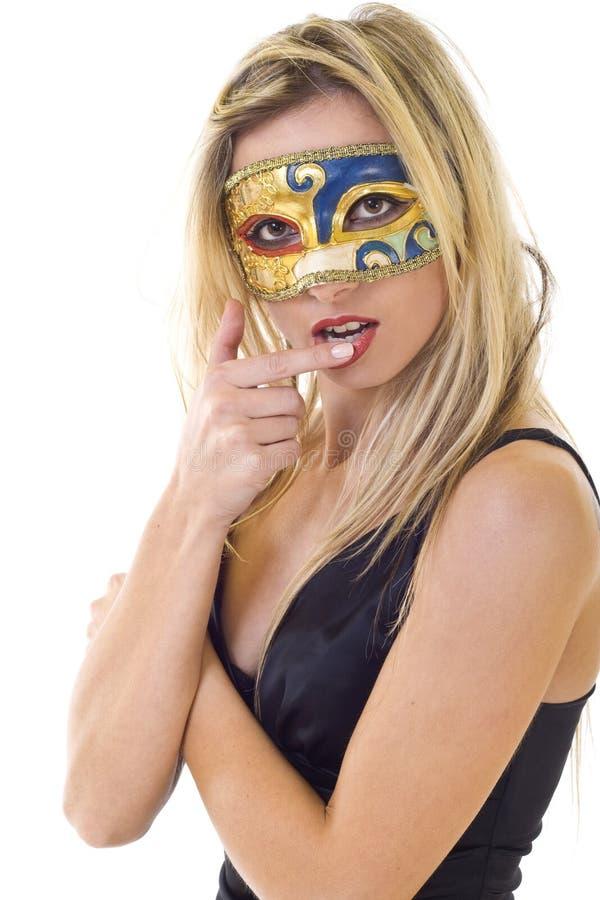 Mujer rubia enmascarada agradable imágenes de archivo libres de regalías