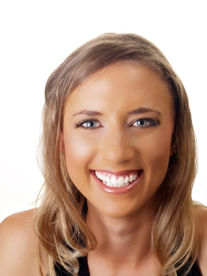 Mujer rubia joven con sonrisa dentuda grande imagen de archivo libre de regalías