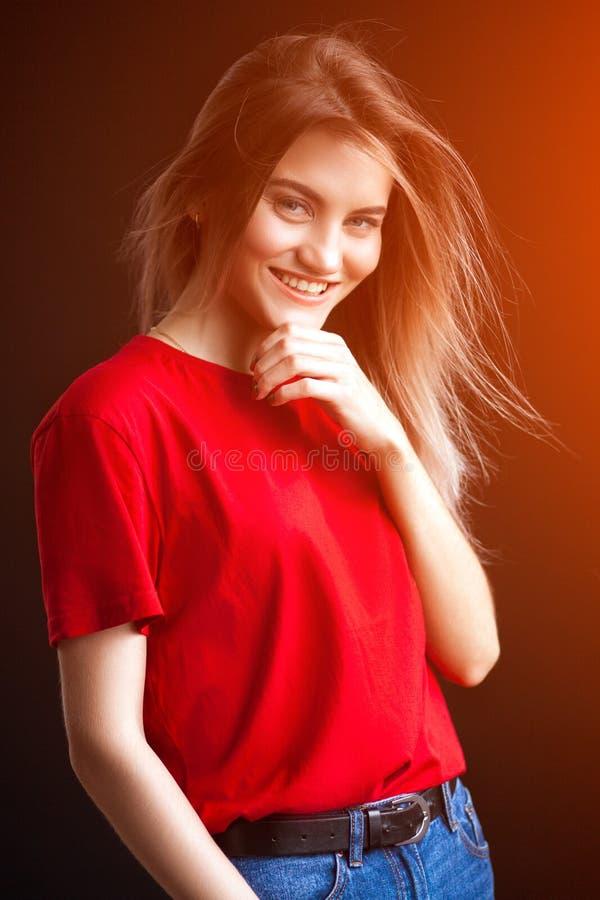 Mujer rubia joven hermosa fotografía de archivo