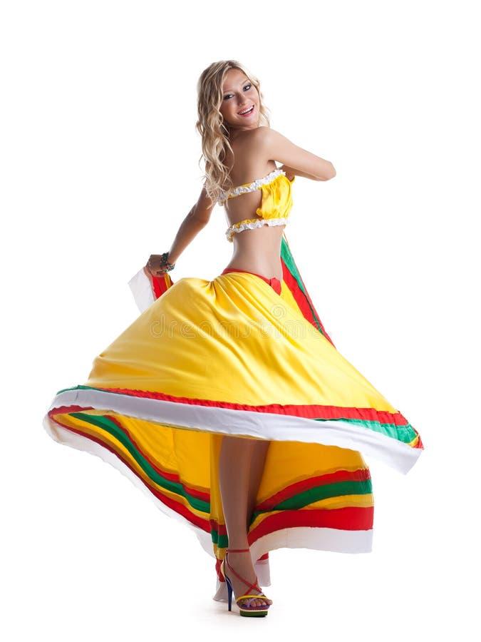 Mujer rubia que realiza danza mexicana imágenes de archivo libres de regalías