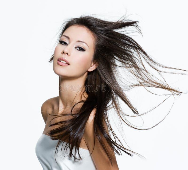 Mujer sensual con los pelos marrones largos hermosos fotos de archivo