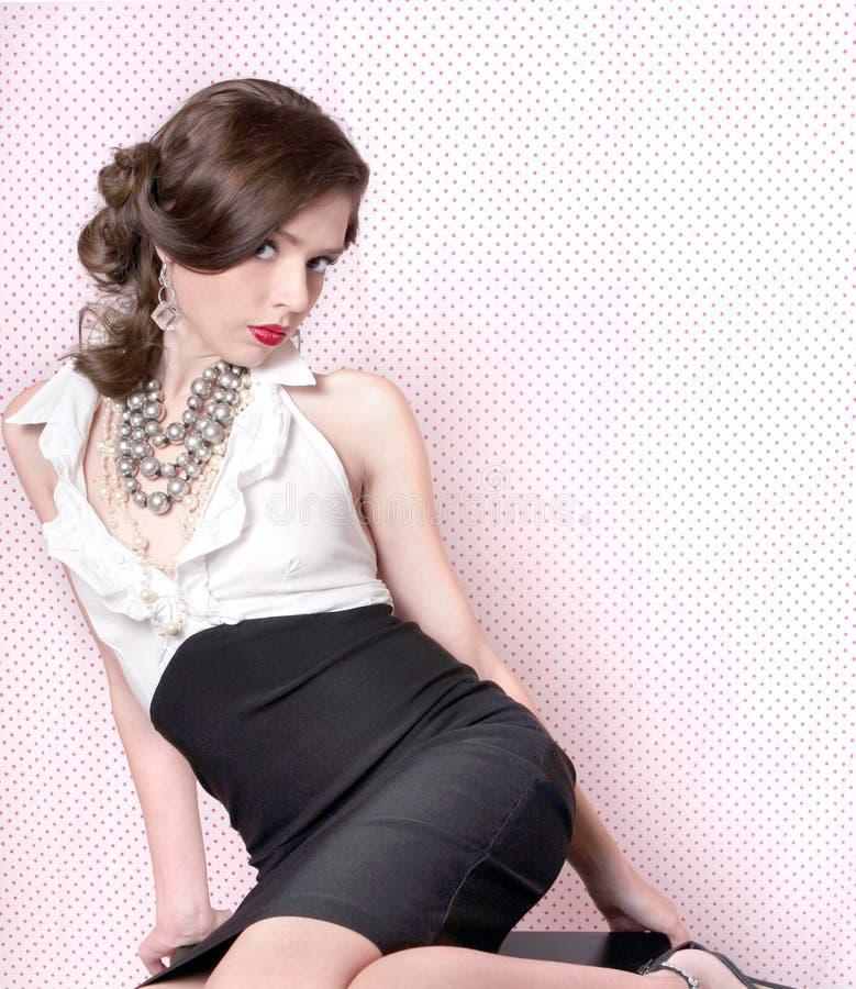 Mujer sensual hermosa en estilo retro de la vendimia imagen de archivo libre de regalías