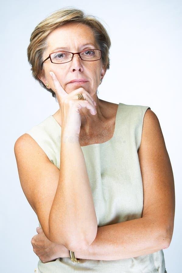 Mujer seria imagenes de archivo