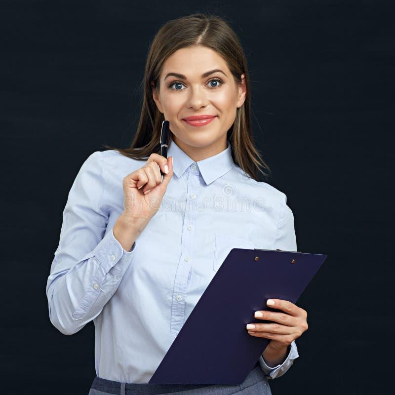 Mujer social del empleado que sostiene el tablero fotos de archivo