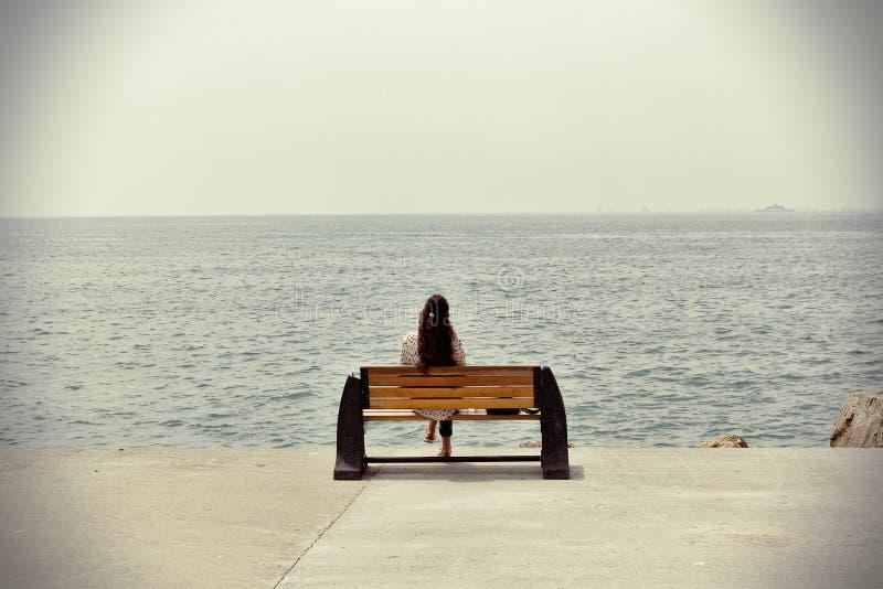 Mujer sola foto de archivo