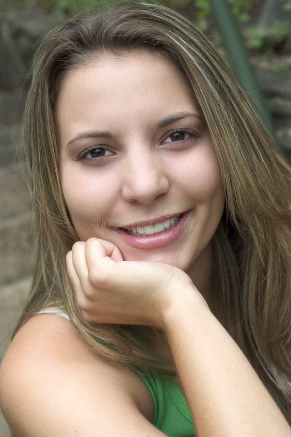 Mujer sonriente imagen de archivo libre de regalías