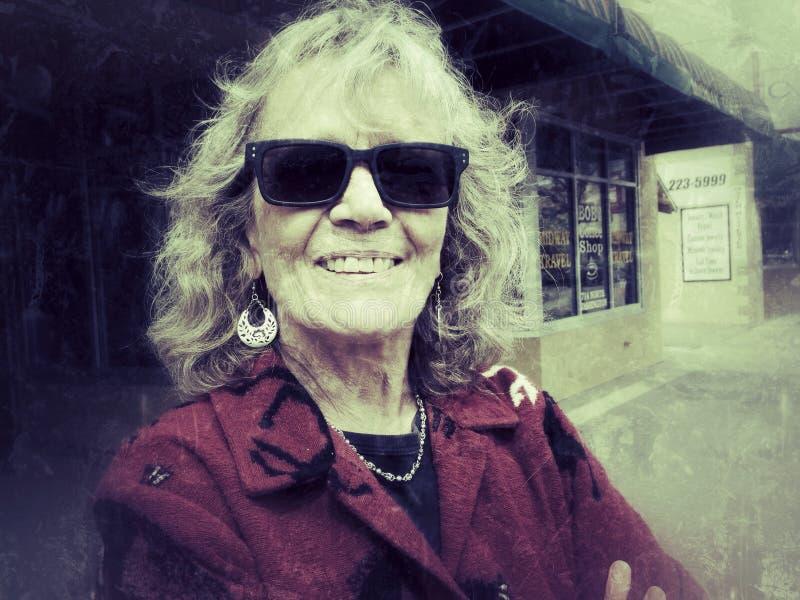 Mujer sonriente imagenes de archivo