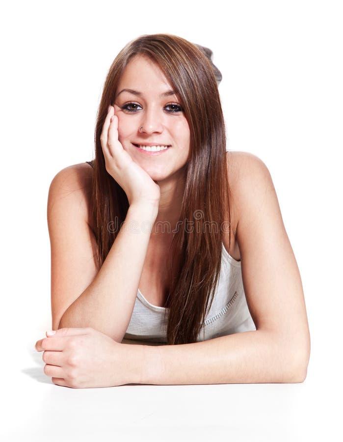 Mujer sonriente atractiva imagenes de archivo