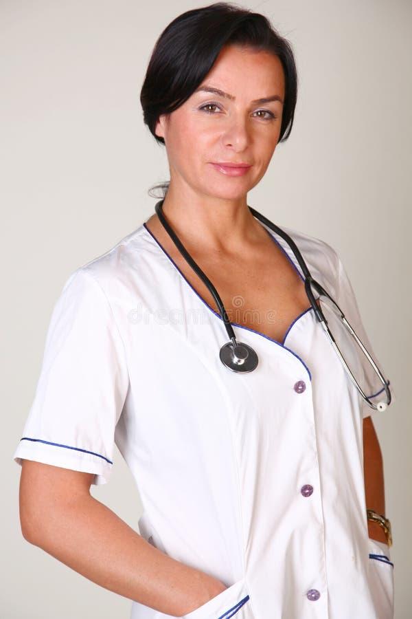 Mujer sonriente del médico imagen de archivo libre de regalías
