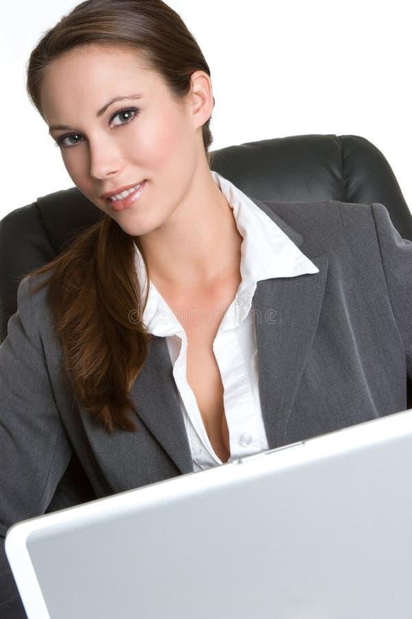 Mujer sonriente del ordenador fotos de archivo libres de regalías