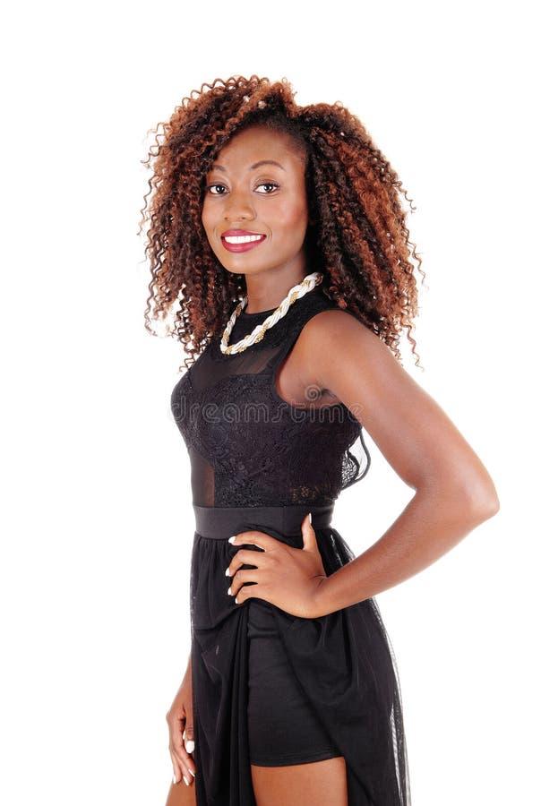 Mujer sonriente en alineada negra foto de archivo libre de regalías