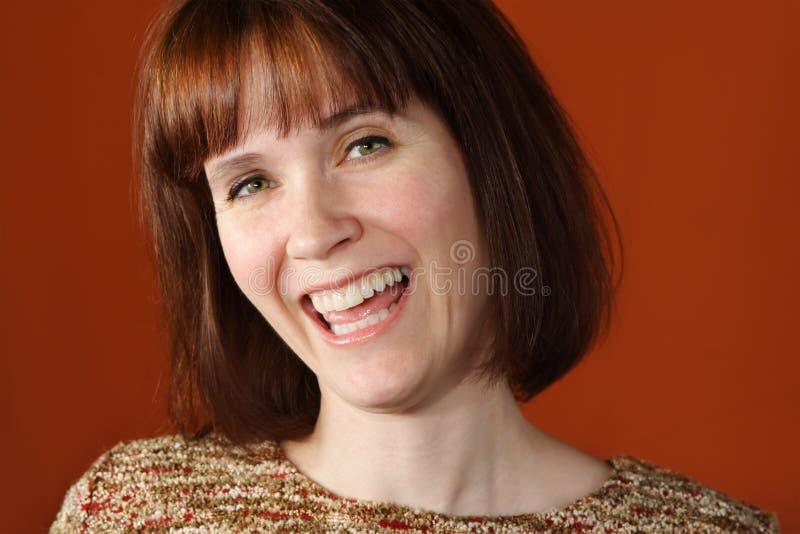 Mujer sonriente feliz foto de archivo