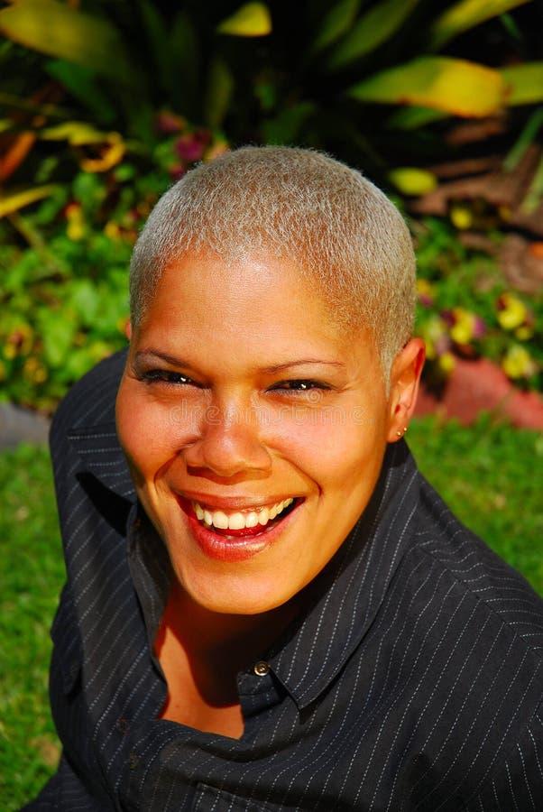 Mujer sonriente feliz imagenes de archivo