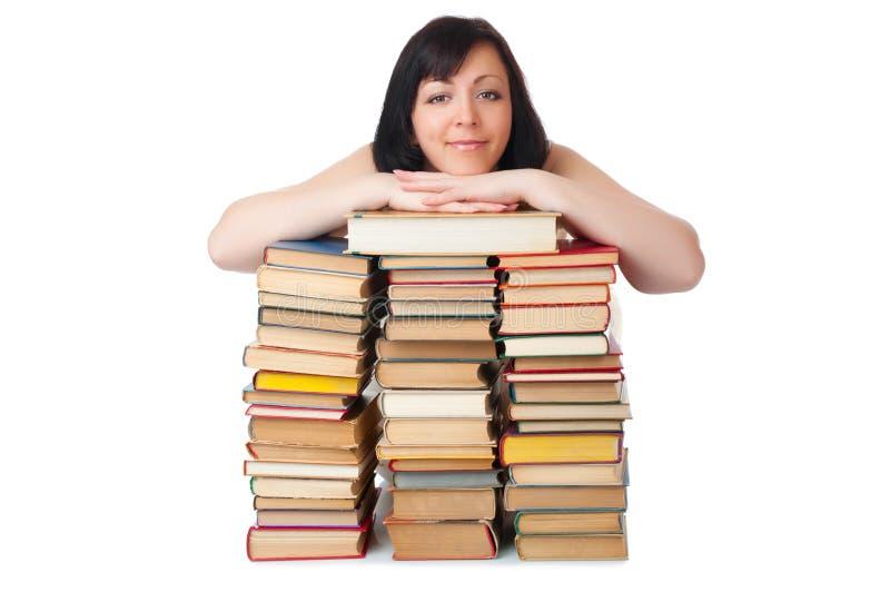 Mujer sonriente joven con el montón de libros imagen de archivo libre de regalías